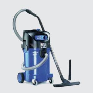 Industrie-Sauger<br>z.B. Attix 50-01 PC <br>- Kesselinhalt 47 lt. <br>- Motorleistung 1500 W <br>- Luftmenge 3700lt./Min. <br>- Vakuum 250mbar