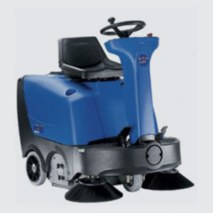Wisch-Kehrmaschinen<br>z.B. Floortec R 360 P <br>- Kehrbreite 1000 mm <br>- Schmutzbehälter 50 lt. <br>- Flächenleistung 4000 qm <br>- Batterie- oder Benzinmotor