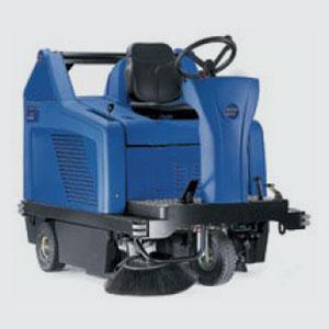 Wisch-Kehrmaschinen<br>z.B. Floortec R 680 <br>- Kehrbreite 1310 mm <br>- Schmutzbehälter 130 lt. <br>- Flächenleistung 6000 qm <br>- Batterie- oder Benzinmotor